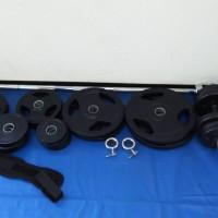 ダンベル、バーベル各種、105kgまで完備しています。